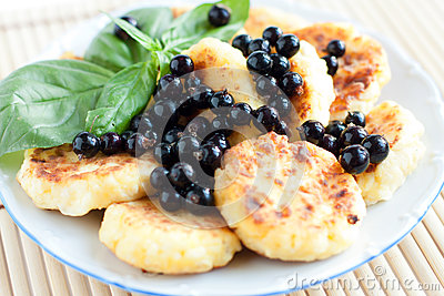 Cottage cheese pancakes with blackcurrant