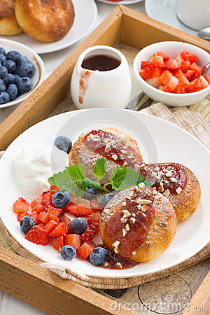 Free Cottage Cheese Pancakes With Fresh Berries And Cream Stock Photography - 69092622
