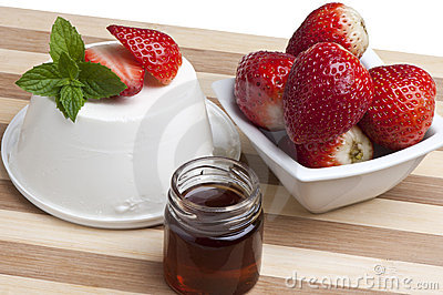 Cottage cheese, strawberries and honey