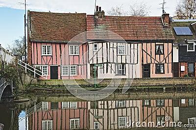 Cottage inglesi della riva del fiume immagine stock for Vecchio cottage inglese