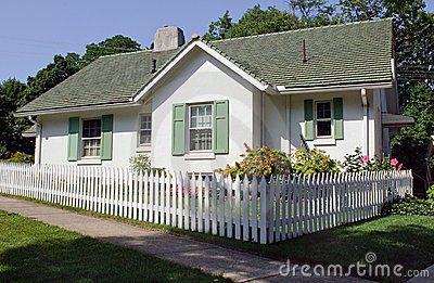 Cottage With Picket Fence Royalty Free Stock Images - Image: 15283429