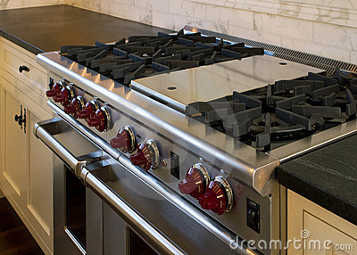Cottage style kitchen gas cooking range