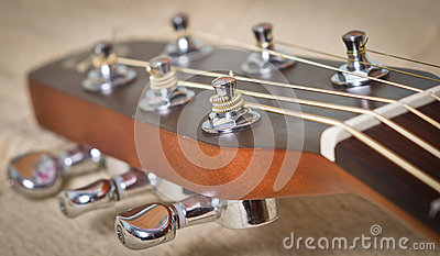 Cou de guitare acoustique
