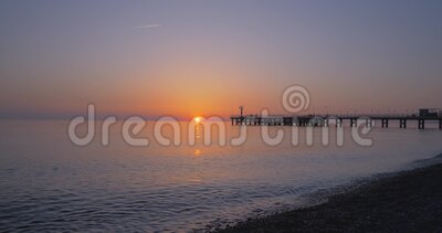 Coucher de soleil au bord de la mer banque de vidéos