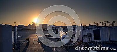 Coucher du soleil d aéroport