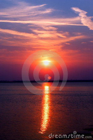 Coucher du soleil de lac