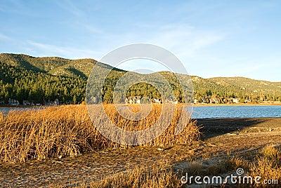 Coucher du soleil de lac chez Big Bear