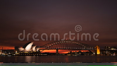 Coucher du soleil rouge brillant de théatre de l'opéra de Sydney