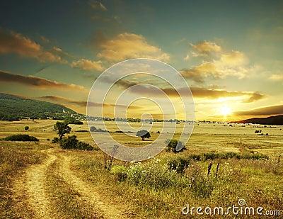 Coucher du soleil rural