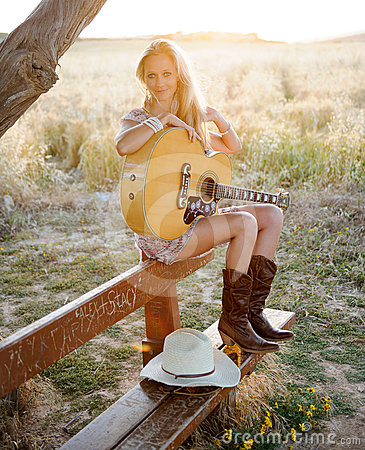 Free Country Girl And Guitar Royalty Free Stock Images - 24503309