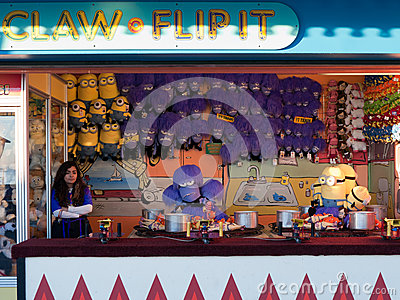 County fair game booth claw and flip it Editorial Stock Image