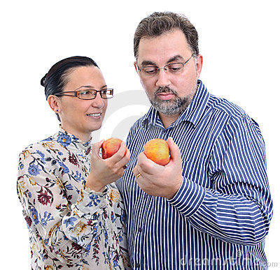 Couple with apples starting diet