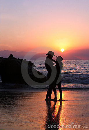 Free Couple At Sunset Royalty Free Stock Photography - 368247