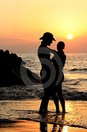 Free Couple At Sunset Royalty Free Stock Photography - 431117