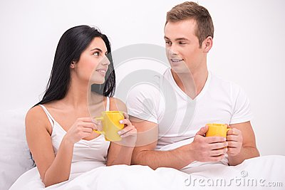 http://thumbs.dreamstime.com/x/couple-bed-drinking-tea-coffee-young-sitting-under-white-blanket-early-morning-having-their-breakfast-man-women-50287660.jpg