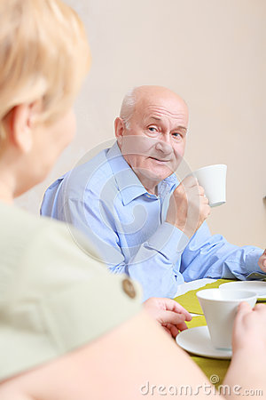 Free Couple Drinks Tea At Home Royalty Free Stock Photos - 52351448