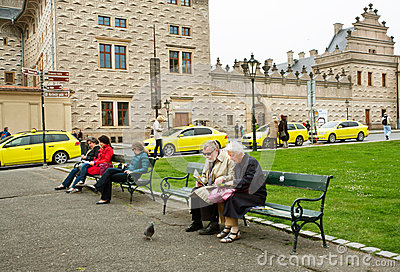 Couple of elderly tourists sit on the bench Editorial Photo