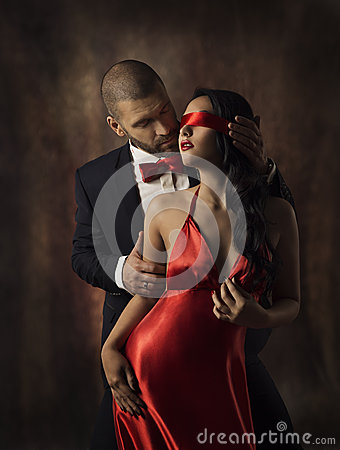 Free Couple In Love, Sexy Fashion Woman And Man, Girl With Red Band On Eyes Charming Boyfriend In Suit, Glamor Model Portrait Stock Photo - 49995090