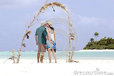 Couple kiss on Honeymoon Island