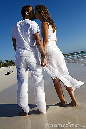 Free Couple Kissing On Beach Stock Photography - 8130632