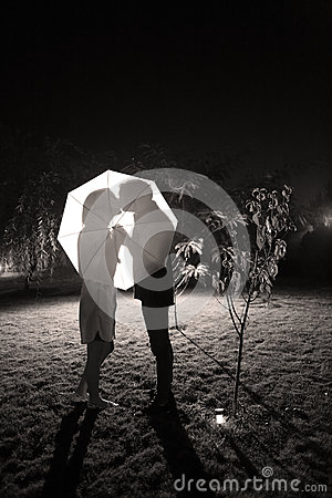 Free Couple Kissing Under The Umbrella Stock Photo - 63975910