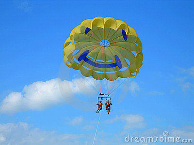 Couple Parasailing Royalty Free Stock Photos - Image: 6535058