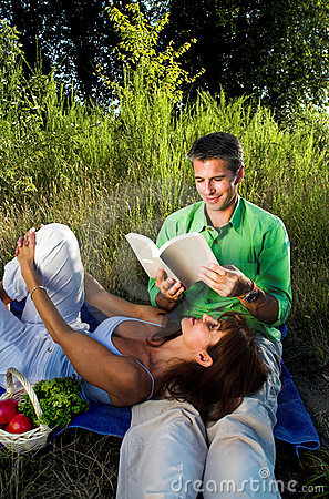 Free Couple Reading A Book Royalty Free Stock Image - 2829496