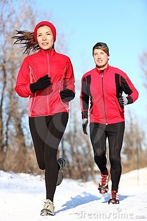 Free Couple Running In Winter Snow Stock Photography - 22673352