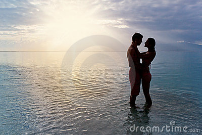 couple silhouette beach