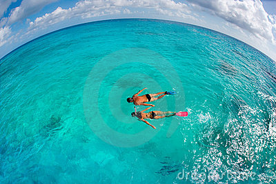 couple snorkling
