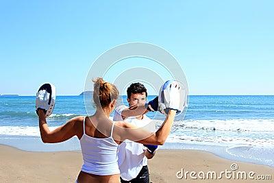 Couple traning boxing