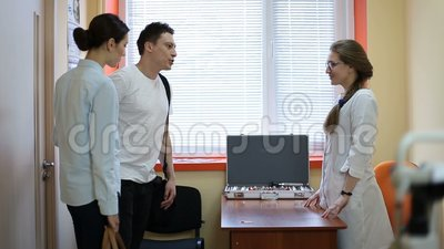 Couple visiting female ophthalmologist in clinic stock video
