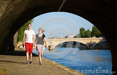 Couple walking by the Seine