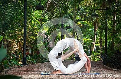 Couple yoga circle