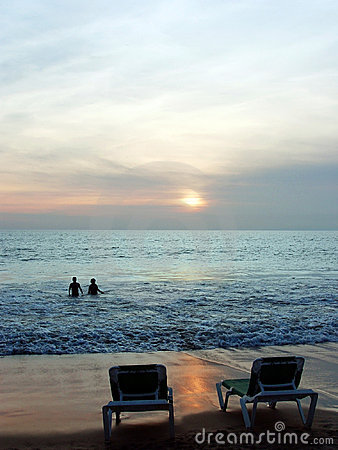Couples au coucher du soleil