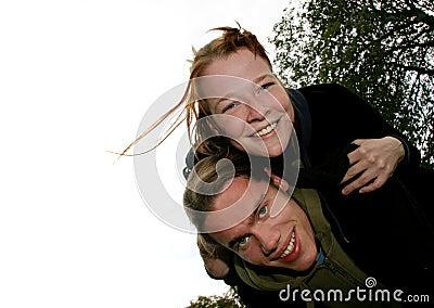 Couples de jeunes d amusement