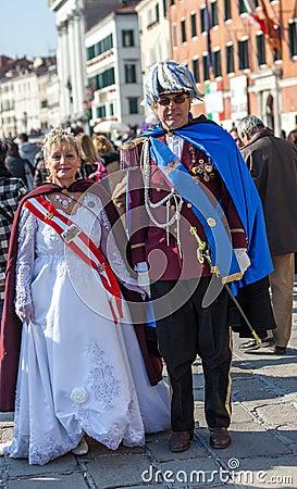 Couples mûrs déguisés Photo stock éditorial
