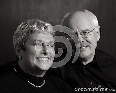 Couples mûrs heureux