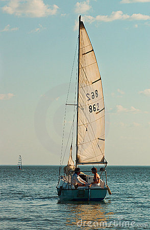 Free Couples Under Sail Royalty Free Stock Photography - 474767