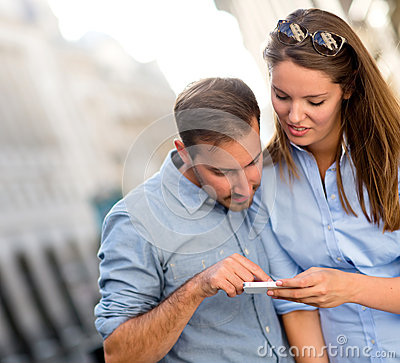 Couples utilisant un dispositif de GPS