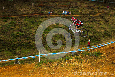 Coureur incliné MTB de Greg Minnaar de la commande de vol 2 Photo éditorial