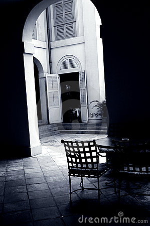 Free Courtyard Cafe Under An Arch Royalty Free Stock Images - 5098359