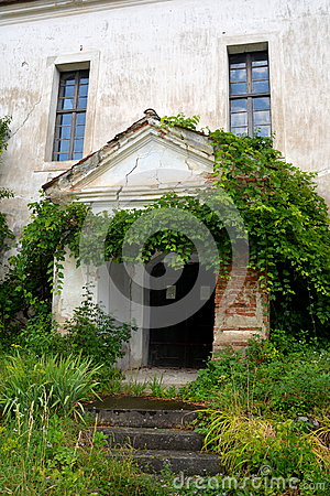 Free Courtyard Of The Medieval Fortified Church In Ungra, Transylvania Stock Photography - 75592452