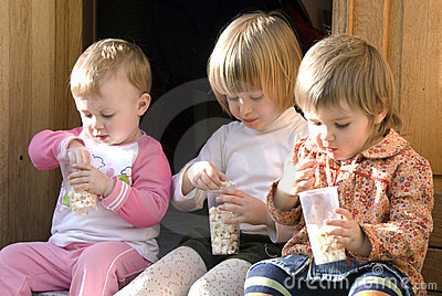 Cousins eating popcorn