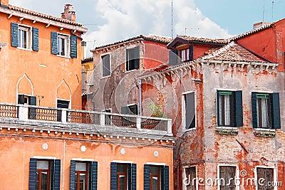 couvrez la terrasse de belle maison italienne venise photo stock image 44095733. Black Bedroom Furniture Sets. Home Design Ideas