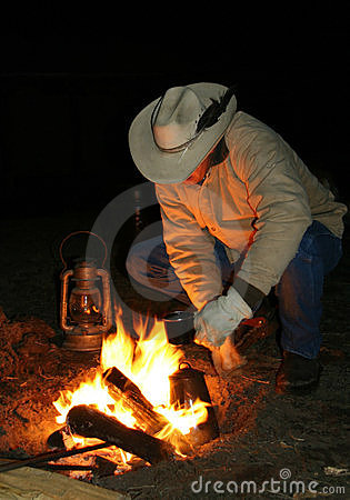Free Cowboy By The Fire Before Dawn Royalty Free Stock Images - 4847249