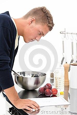 Cozinheiro com receita