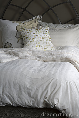 Free Cozy Bed Linens Stock Image - 50017281