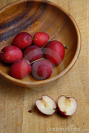 Crab apples in bowl
