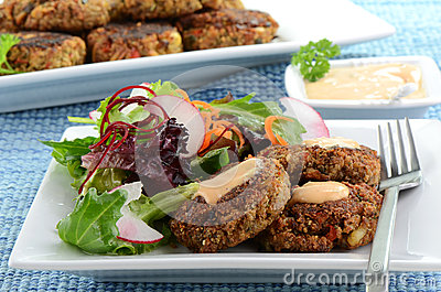 Crab Cakes With Salad Royalty Free Stock Images - Image: 28907199